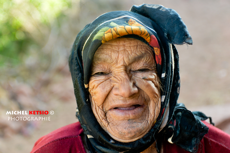 annuaire photographes suisse romande, Fatima Omtoumzaght, village de Tarbat N'Tirsal, Moyen Atlas, Maroc - http://www.ketsio.com - Ketsio de Genève