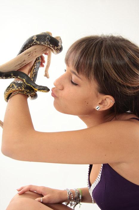 annuaire photographes suisse romande, Portrait d'une femme et d'un serpent - http://www.tempsdepose.ch - William Andrey de Genève