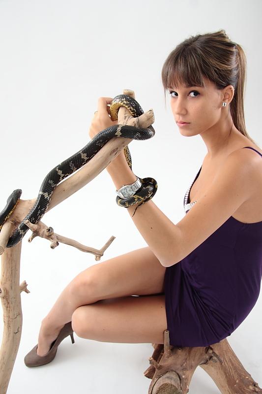 annuaire photographes suisse romande, Femme posant avec un serpent - http://www.tempsdepose.ch - William Andrey de Genève