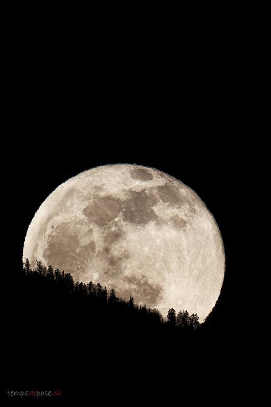 annuaire photographes suisse romande, Photographie du levé de la pleine Lune au dessus des Voirons - http://www.tempsdepose.ch - William Andrey de Genève