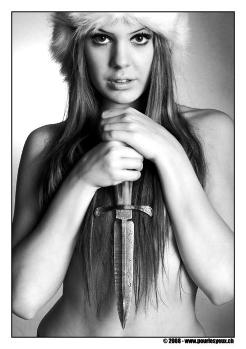 annuaire photographes suisse romande, Série avec une dague fabriquée par Gianni Miozza, artisan coutelier Genevois - www.pourlesyeux.ch - Pourlesyeux de Genève