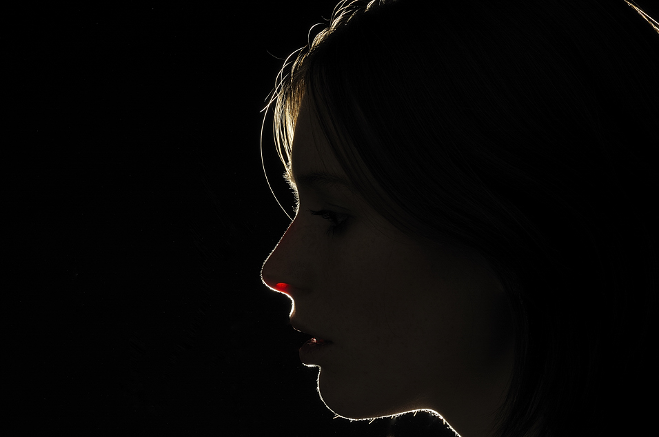 annuaire photographes suisse romande, My first portrait in Studio. Saskia - Rim lighthning - http://www.raconteurdimages.com - MILK de Nyon
