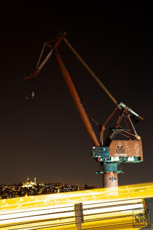 annuaire photographes suisse romande, Pelle mechanique de nuit à Istanbul - http://www.photoshoot.ch - Séb de Lausanne