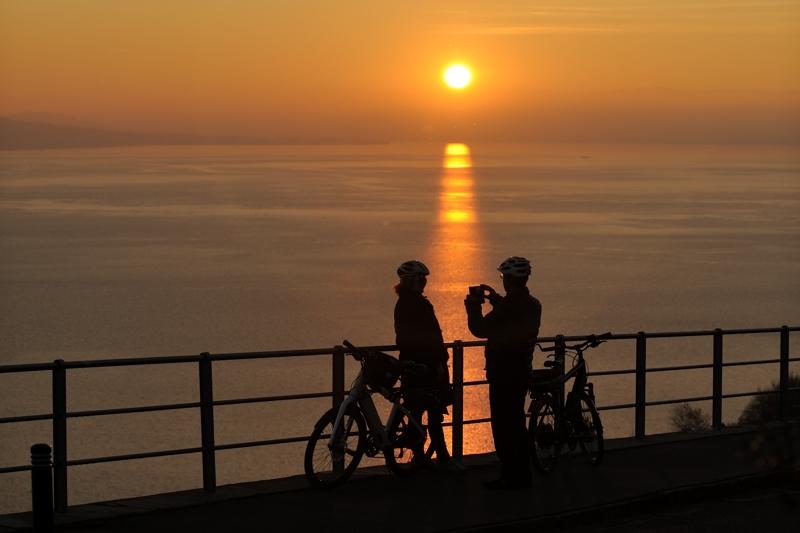 annuaire photographes suisse romande, Ombres sur le soleil couchant - http://www.2point8.ch - 2point8 de Bercher