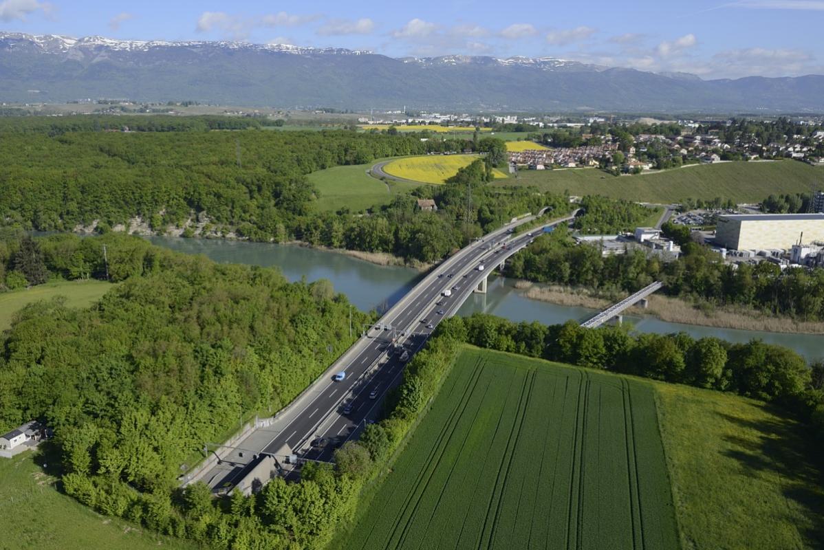 annuaire photographes suisse romande, Vue aérienne de l'autoroute de contournement de Genève - http://www.highflycam.com/ - HighFlyCam de Genève