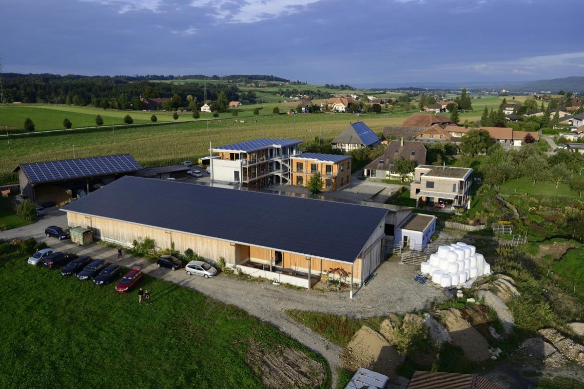 annuaire photographes suisse romande, Installations solaires sur une ferme dans le Canton de Berne - http://www.highflycam.com/ - HighFlyCam de Genève