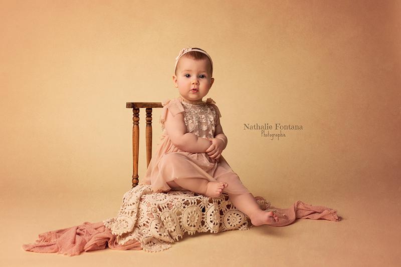 annuaire photographes suisse romande, Mini séance bébé assis avec cette adorable puce de 9 mois - accessoires disponibles au studio - http://www.nathaliefontana.ch - Nathalie Fontana de Genève