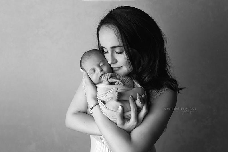 annuaire photographes suisse romande, une séance photo c'est l'occasion d'immortaliser la fusion d'une maman avec son enfant ... - http://www.nathaliefontana.ch - Nathalie Fontana de Genève
