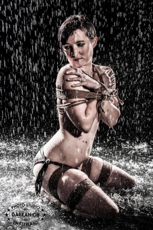 annuaire photographes suisse romande, DARKAN - Shibari sous la pluie - http://www.darkan.ch - DARKAN de Neuchâtel