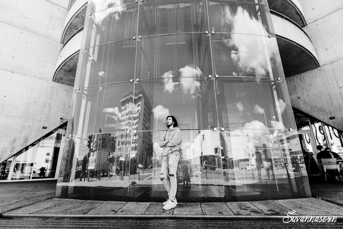 annuaire photographes suisse romande, Shooting en ville, fashion en noir et blanc - http://www.suvannasorn.com - Suvannasorn de Genève