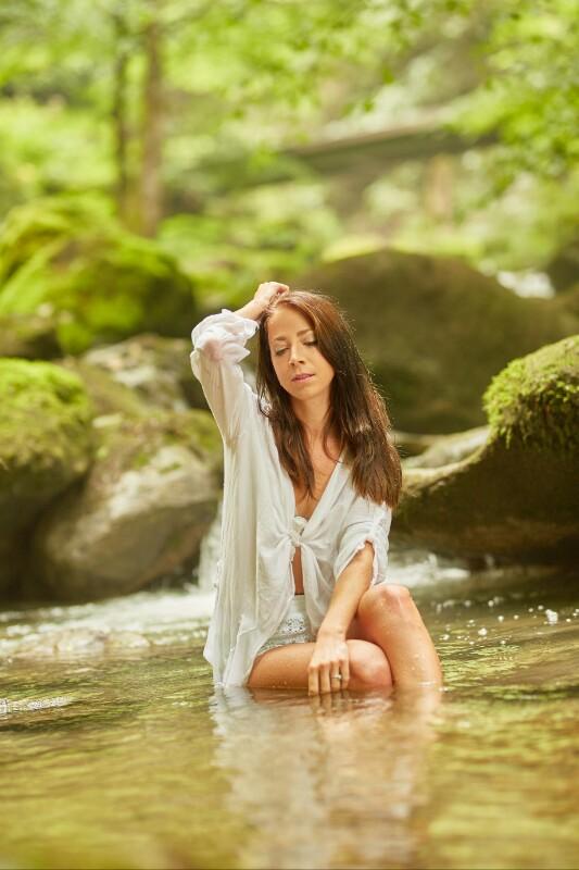 annuaire photographes suisse romande, Shooting rivière sensuel et féerique avec Manon - http://www.fredvaudroz.com - FredVaudroz de Montreux