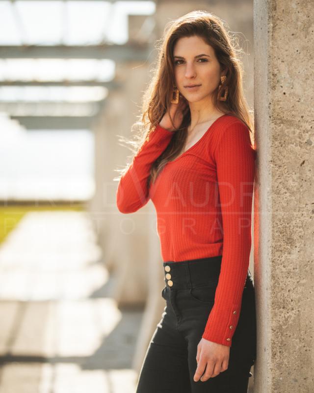 annuaire photographes suisse romande, Cédrine, modèle brune pose lifestyle - http://www.fredvaudroz.com - FredVaudroz de Montreux