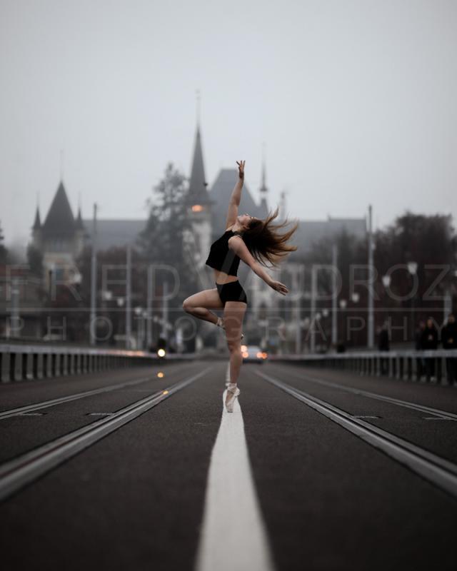 annuaire photographes suisse romande, Adélaïde, modèle artisique danseuse ballerine ambiance brumeuse sur un pont à Berne - http://www.fredvaudroz.com - FredVaudroz de Montreux