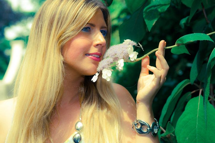 Blondy : Flower Power 2010, ns:N. Alvarado, annuaire photo modele