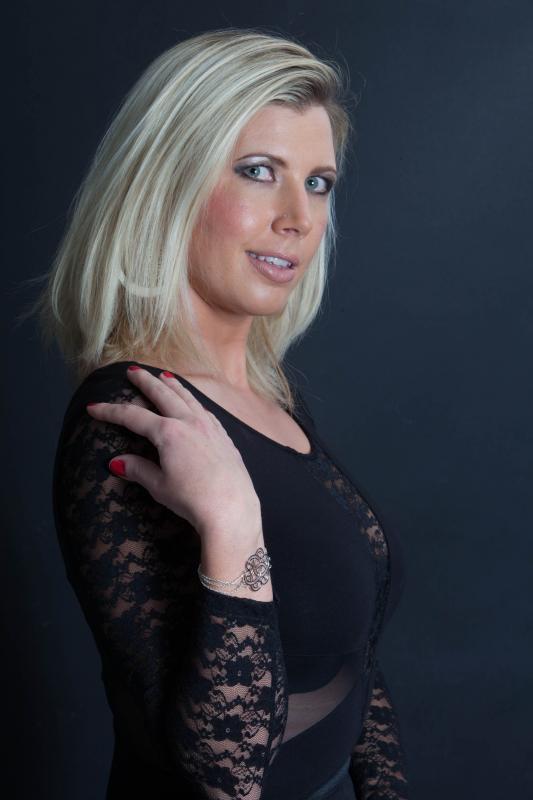 Blondy : Mode beauté décembre 2013, ns:V. Bidoyet, annuaire photo modele