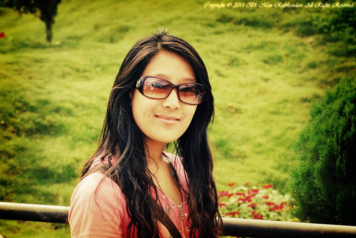 Gippeuda : mes cheveux ne sont pas bouclé. j'ai fait bouclé mais aujourd'hui j'ai les cheveux lisse., ns:Bk Man Rajbhandari, annuaire photo modele