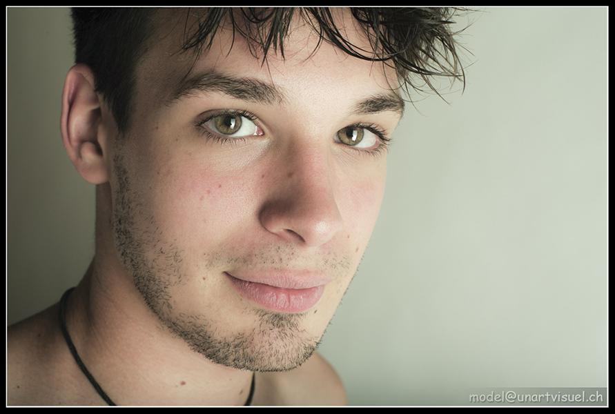 Joshua : shooting chez un photographe freelance à Genève, unartvisuel.ch, annuaire photo modele