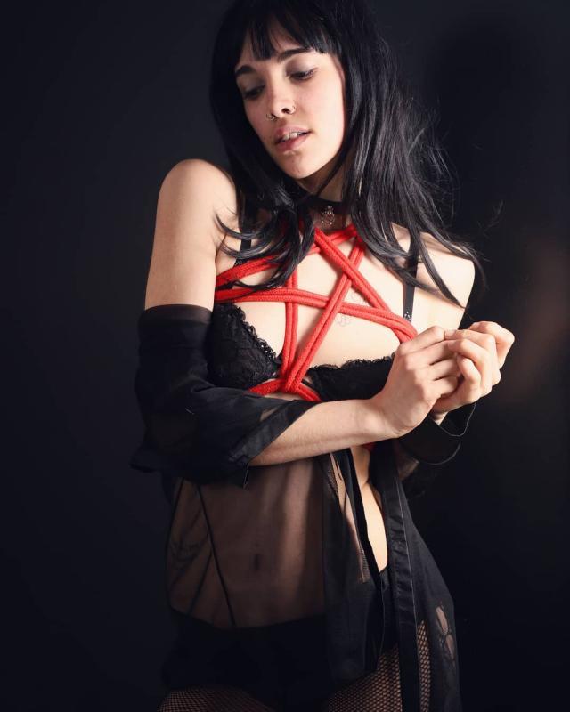 Alice Vice :  , https://www.instagram.com/art_bondage_74100, annuaire photo modele