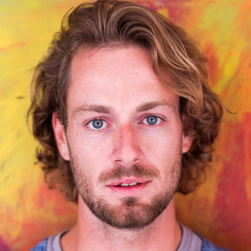 Coco :  portrait homme cheveux long, ns:Corentin Henchoz, annuaire photo modele