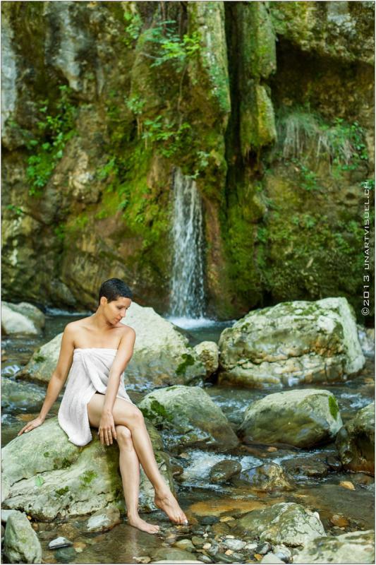 annuaire photographes suisse romande, Rien de tel qu'un magnifique décors naturel à côté d'une cascade pour mettre en valeur une belle femme... - http://unartvisuel.ch - unartvisuel de Genève