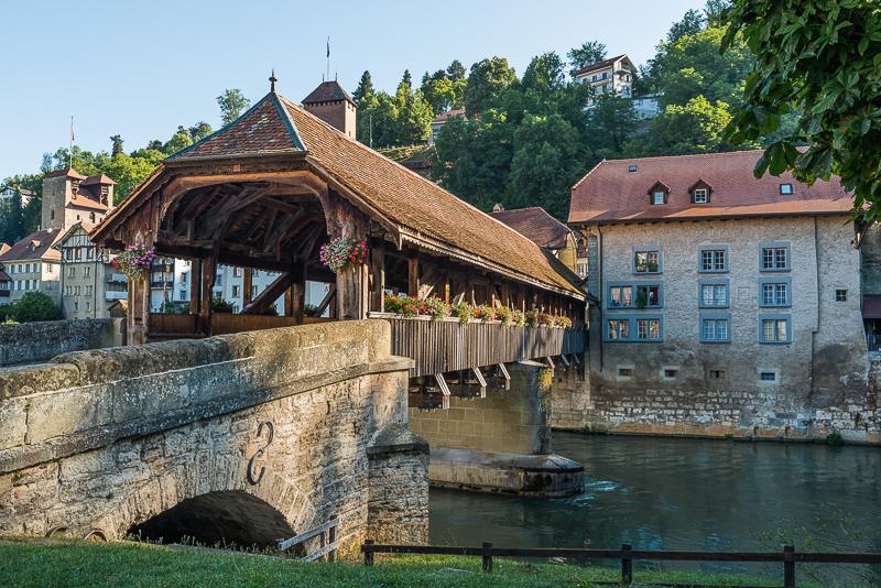 annuaire photographes suisse romande, Le Pont de Berne.- Pont en bois de la basse-ville de Fribourg, à l'aube en été. - http://philippe.belazp.com/ - Le Meuh de Courtepin
